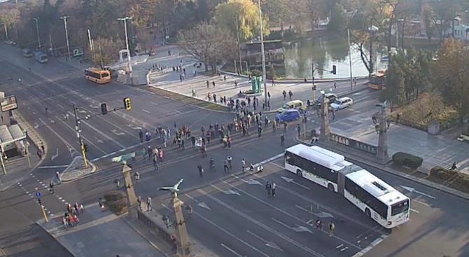 """Протестиращи срещу цените на горивата блокираха """"Орлов мост"""" (снимки)"""
