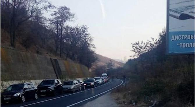 Огромни тапи по ключови пътища в цялата страна, в Благоевград напрежението ескалира (обновена+снимки)