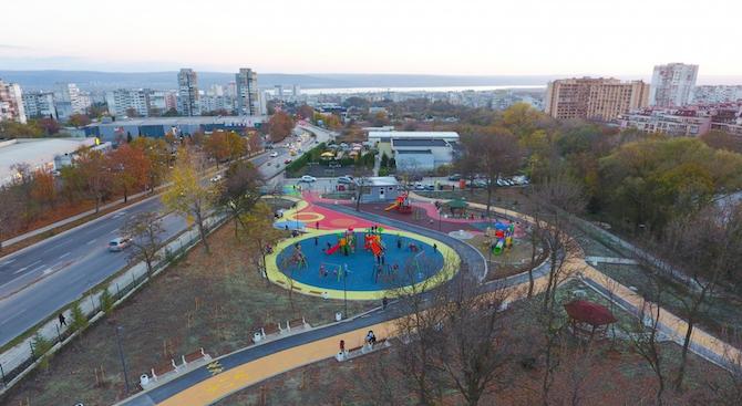 """Готов е новият парк във варненския """"Възраждане"""" (снимки+видео)"""