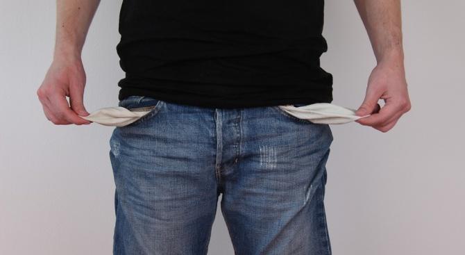 Икономисти: Има опасност високите цени на горивата да изядат планираните по-високи доходи през следващата година