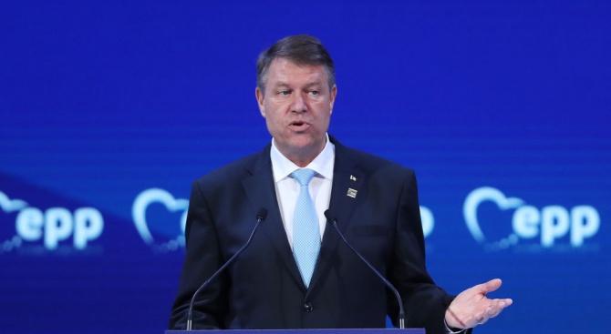 Румънският президент към левия кабинет: Не сте готови за европредседателството! Хвърлете оставка!