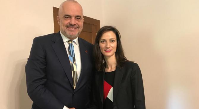 Мария Габриел разговаря с премиера на Албания