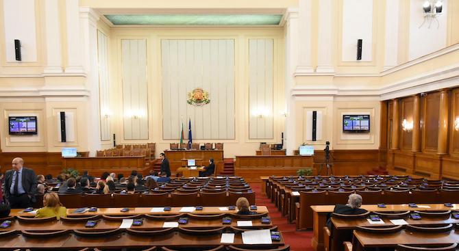 Парламентът започна работа с кворум от 134 депутати в зала