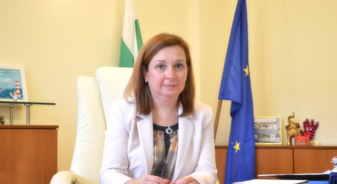 """Зам.-министър З. Русинова: """"Подкрепям протеста на майките"""""""