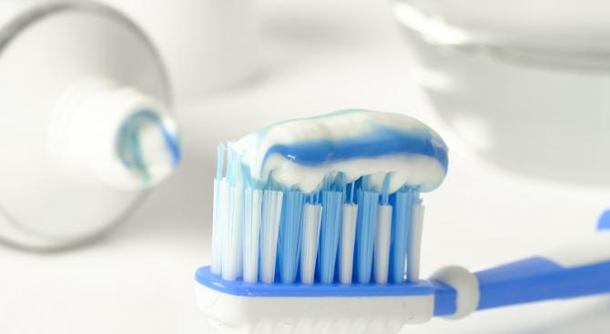 Блогърка съветва дамите как да се епилират с паста за зъби