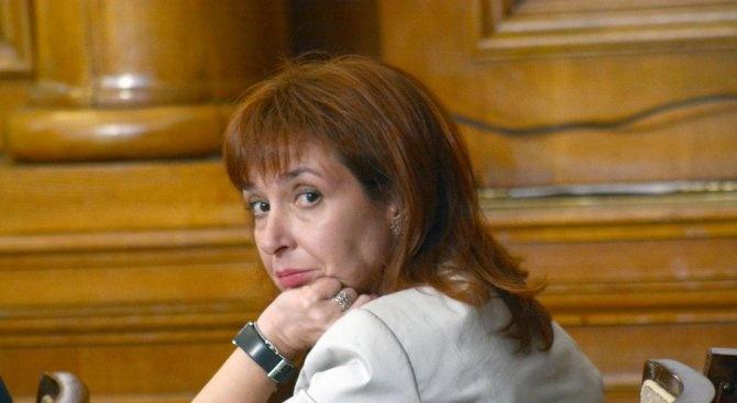 Зорница Русинова: Дългото майчинство може да насърчи млади българи да се завърнат в страната