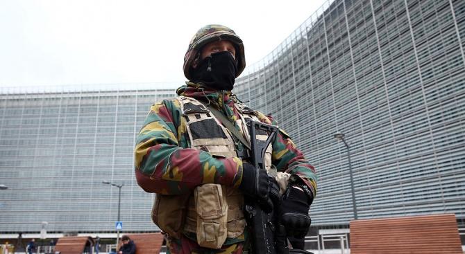 Наръгаха полицай в Брюксел