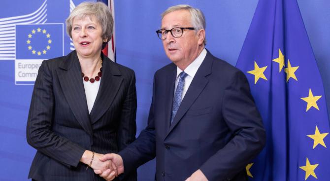 Мей и Юнкер разговаряха в Брюксел