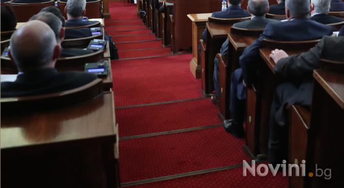 Бившият шеф на Сметната палата: Високите заплати на депутатите са гаранция за по-малко корупция