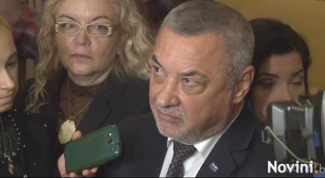 Валери Симеонов: Не може един гологлав чалгар да се изявява като съдия (видео)