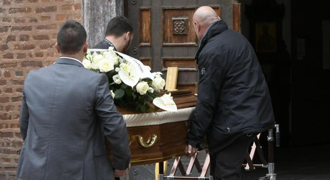 Десетки изпратиха бившия правосъден министър Васил Гоцев в последния му път (снимки)