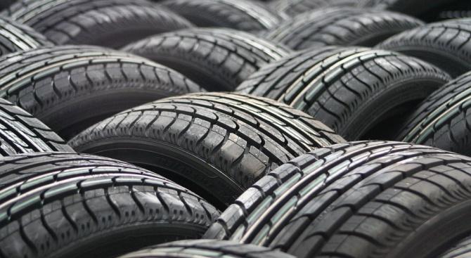 Проверяват автосервизи в София за горене на гуми