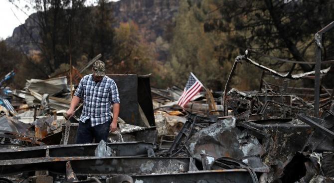 Пожарът в Калифорния е овладян напълно