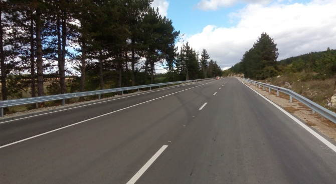 Завърши рехабилитацията на близо 21 км от пътя Търговище - Разград