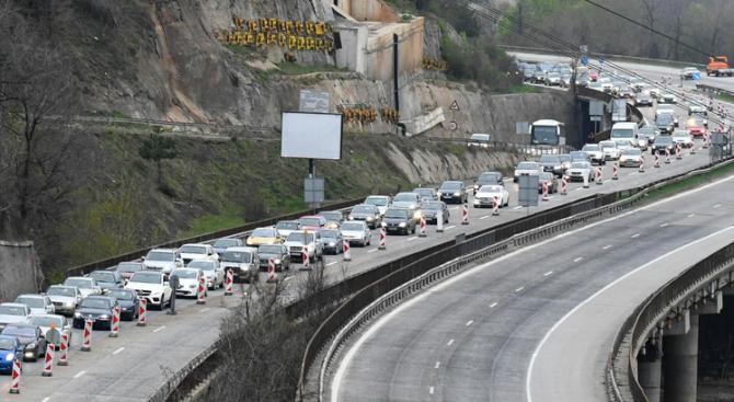 """Ограничават за три часа движението по АМ """"Хемус"""" край Ябланица"""