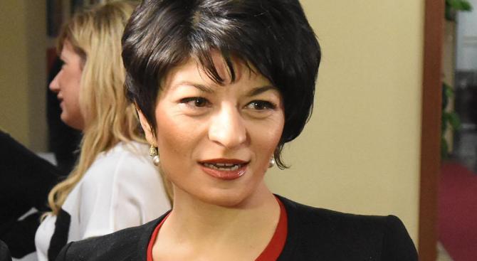 Десислава Атанасова: Лъжата в БСП заразна ли е?