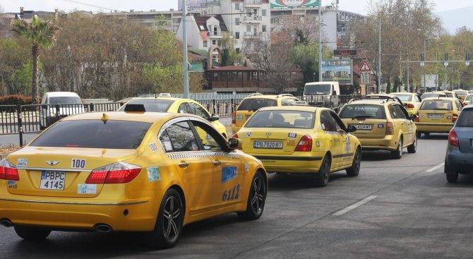 Таксиджиите в София излизат на протест за повече пари