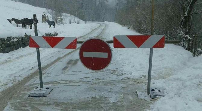 Катастрофи с ТИР-ове блокираха пътища в страната (обновена)