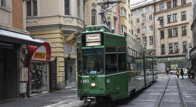 """Пуснаха тестово трамваите по """"Графа"""" (снимки)"""