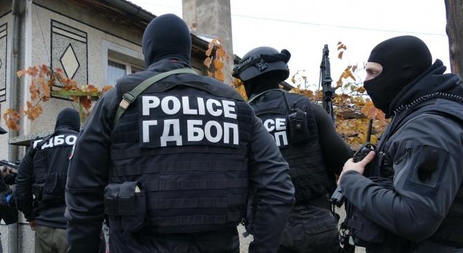 Спецакция в Русе: Намериха наркотици, оръжия и боеприпаси