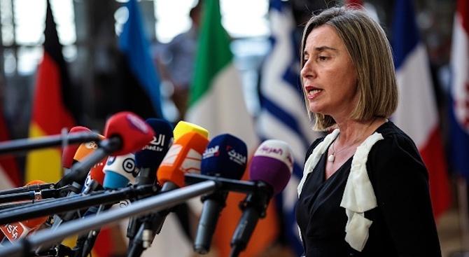 Могерини поиска от Косово да отмени 100-процентните мита за стоки от Сърбия