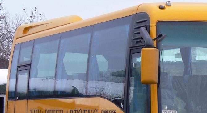 Училищен автобус катастрофира в Русенско (обновена)