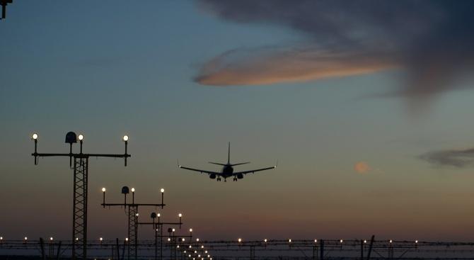 Самолетът на Меркел кацна принудително в Кьолн
