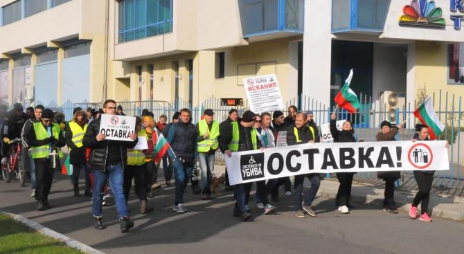 Поредна неделя на протести срещу високите цени на горивата и ниския стандарт на живот (снимки)