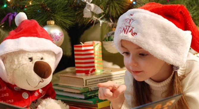 С рождественски беседи, представления и конкурси посрещат Коледа в регионалната библиотека в Сливен
