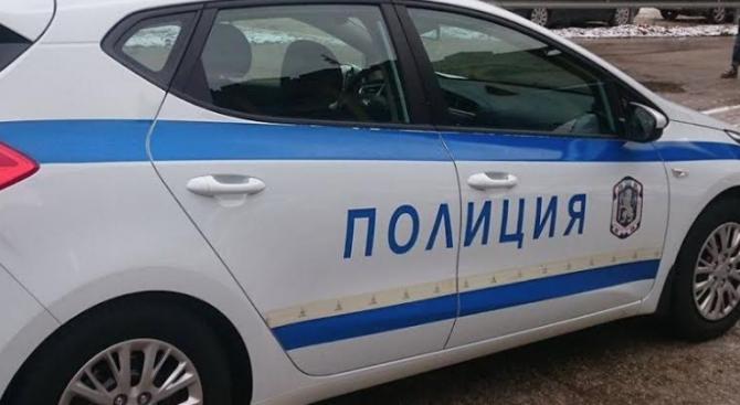 Разбиха и обраха магазин за телефони в Русе