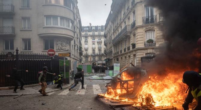 Между 3 и 4 млрд. евро са материалните щети от погрома в центъра на Париж в събота
