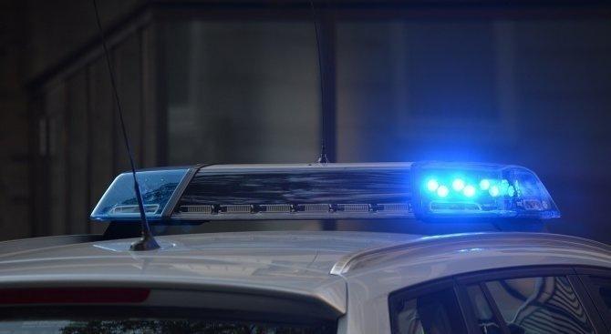 След полицейска гонка: Шофьор без книжка нашамари полицай
