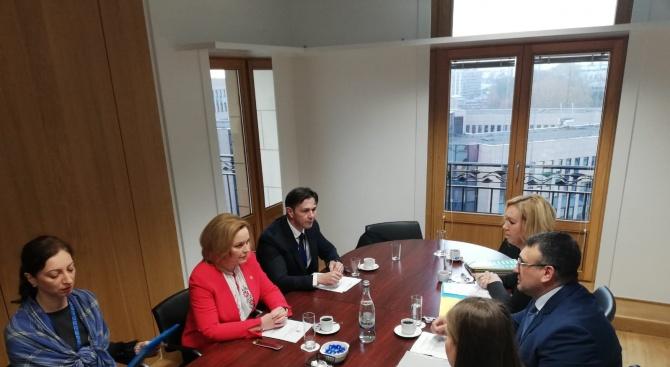 Младен Маринов обсъди с Кармен Дан подхода на бъдещото румънско председателство на Съвета на ЕС