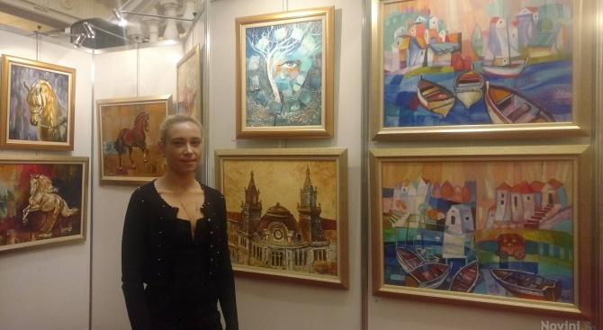 Деница Гацинска за втора поредна година откри изложба в Народното събрание (снимки)