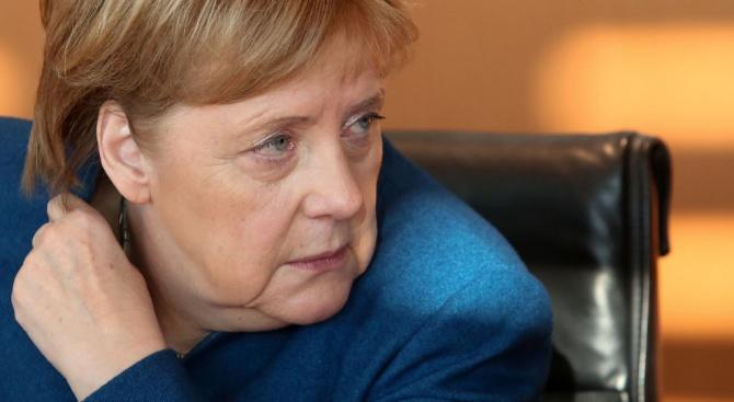 Водещи християндемократи нарушихамълчанието и обявиха фаворитите сиза наследник на Меркел
