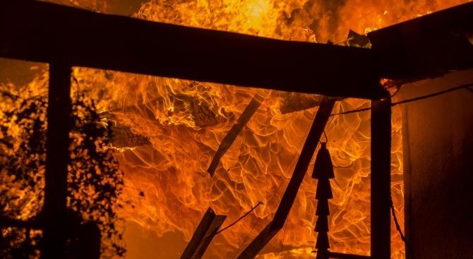 Мъж и жена загинаха при пожар в Ново село