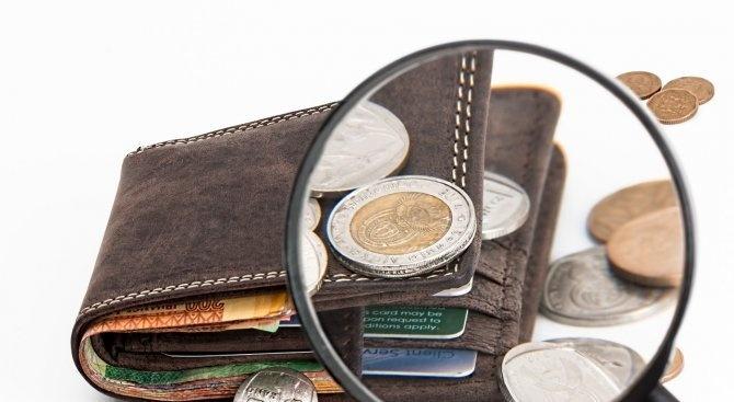 15-годишни източиха крадена дебитна карта