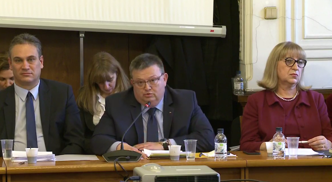 Цацаров: Съдът не приема законите, а ги прилага (видео)