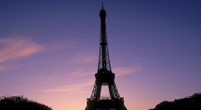 Светлините на Айфеловата кула ще угаснат в памет на жертвите от Страсбург