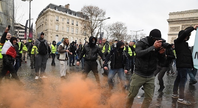 """Франция се готви за нови масови протести на """"жълтите жилетки"""""""