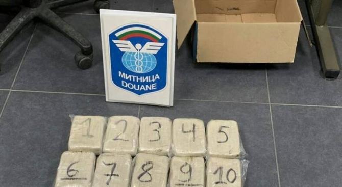 Сръбски гражданин е задържан за контрабанда на над 10 кг хероин (снимки)