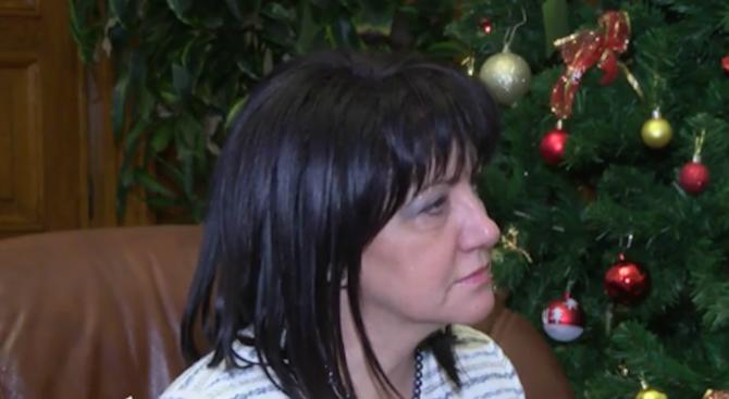 Цвета Караянчева с призив към политиците: Престанете да вадите кирливите си ризи (видео)
