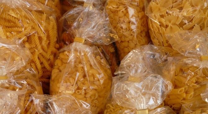За Коледа социално слаби пловдивчани получиха допълнителни хранителни продукти
