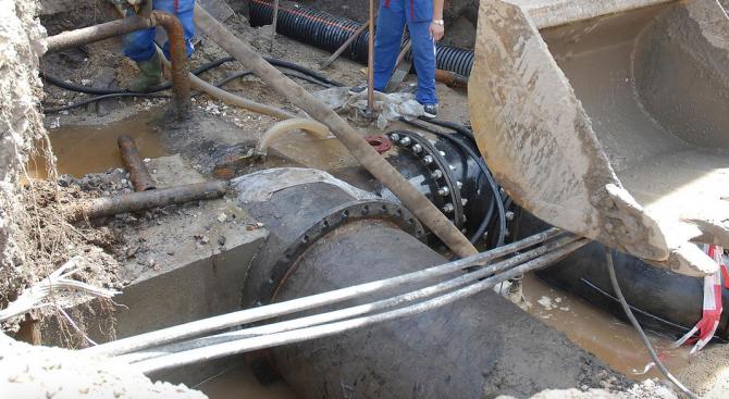 Ремонт на водопровод променя движението в София