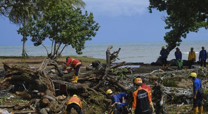 Опасност от ново цунами в Индонезия