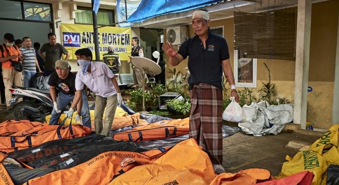 Броят на жертвите на цунамито в Индонезия надхвърли 280