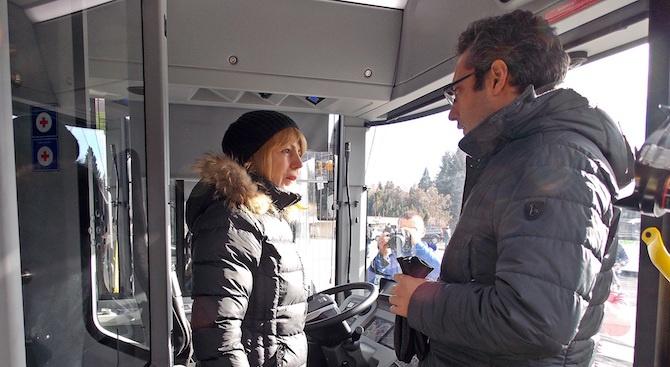 Фандъкова представи 30 нови автобуса на природен газ в София (снимки)