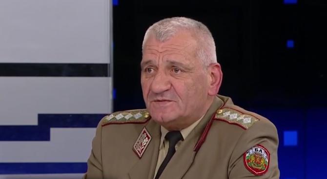Ген. Боцев: Екипировката и техниката остават главният проблем на армията ни