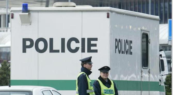 Въоръжен мъж нахлу в банка в Чехия и взе заложници
