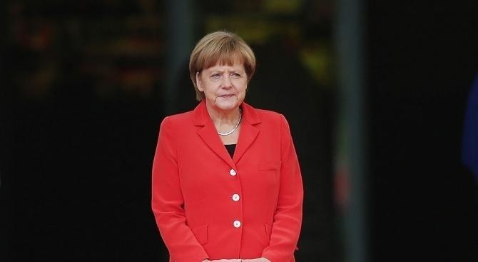 38% от германците искат Меркел да се оттегли още преди следващите избори